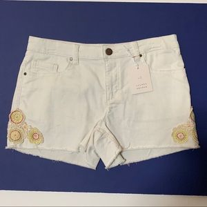 Women's White Frayed Hems Shorts